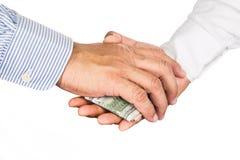 Affare di scossa della mano con lo scambio corrotto dei contanti Immagine Stock