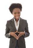 Affare: donna di colore soddisfatta che esamina macchina fotografica isolata su wh Immagini Stock