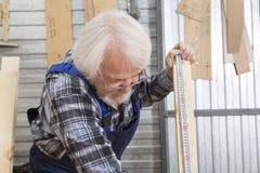 Affare fatto a mano alla piccola fabbrica della mobilia Fotografia Stock Libera da Diritti