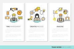 Affare Team Work Brochure Template con la linea Art Thin Icons Fotografie Stock