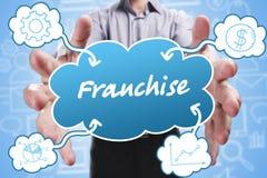 Affare, tecnologia, Internet e vendita Giovane uomo d'affari Immagini Stock Libere da Diritti
