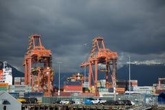 Affare terminale industriale dei contenitori dell'acqua del carico Fotografia Stock Libera da Diritti