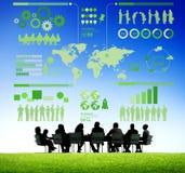 Affare in una riunione con Infographic Fotografia Stock Libera da Diritti