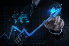 Affare virtuale del grafico di tocco 3d della mano dell'uomo d'affari Fotografia Stock