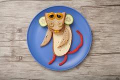 Affe gemacht vom Brot, vom Käse und vom Gemüse Lizenzfreie Stockbilder