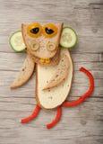 Affe gemacht vom Brot, vom Käse und vom Gemüse Stockfotos