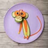 Affe gemacht von der Gurke und von der Karotte Lizenzfreies Stockfoto