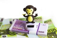 Affe ist auf dem Geld Stockfotografie