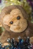 Affe-Spielzeug mit Dekorationen Lizenzfreie Stockbilder