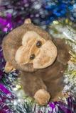 Affe-Spielzeug mit Dekorationen Lizenzfreies Stockfoto