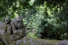 Affe-Statue im heiligen Affe-Wald Ubud Stockfotografie