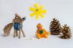 Affe und Pferd, die Würfel spielen Stockfotografie