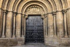 Affectez le saint Peter Church d'entrée le plus vieux dans la ville médiévale d'Olite 1093 La Navarre Espagne photos libres de droits