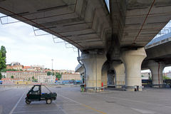 AFFEN-Packwagen in Italien- - Piaggio-Dreirad Lizenzfreie Stockbilder