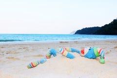 Affepuppe auf dem Strand Lizenzfreies Stockbild