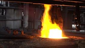 Afferrare la combustione carente nel fuoco del pezzo in lavorazione 2 archivi video