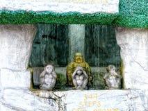 Affestatue am goldenen Berg in Thailand Stockbilder