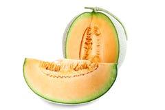 Affetta la frutta arancio del melone isolata sui precedenti bianchi Fotografie Stock