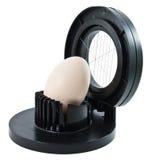 Affettatrice dell'uovo con un uovo Fotografia Stock