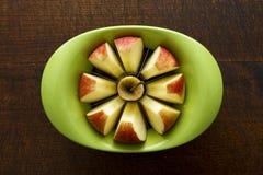Affettatrice di Apple con la mela Fotografie Stock