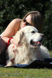 Affetto del proprietario e del cane Fotografie Stock Libere da Diritti