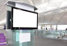 Affichage à cristaux liquides TV à l'aéroport Images libres de droits