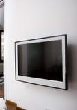 Affichage à cristaux liquides TV sur un mur images libres de droits