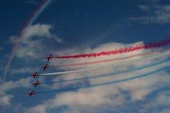 Affichage acrobatique aérien de RAF Red Arrows dans Southport 2016 Photographie stock libre de droits
