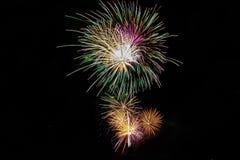 Affichage brillant de Starburst de beaucoup de feux d'artifice photo libre de droits