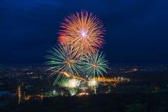 Affichage coloré de feux d'artifice chez Chiangmai Photographie stock libre de droits