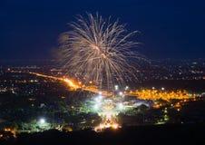 Affichage coloré de feux d'artifice chez Chiangmai Images stock
