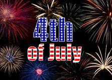 Affichage coloré de feux d'artifice formant un Jour de la Déclaration d'Indépendance de fond Photos stock