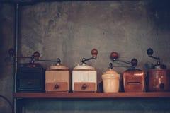 Affichage démodé de broyeur de café de main avec l'espace de copie pour Photographie stock libre de droits