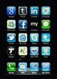 Affichage d'Iphone avec les apps sociaux de réseau Photos libres de droits