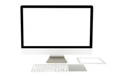 Affichage d'ordinateur avec l'écran vide et le clavier sans fil Photographie stock libre de droits