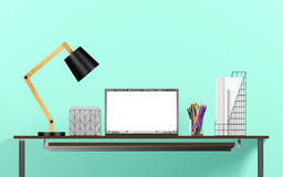 Affichage d'ordinateur portable pour la moquerie sur la table de fonctionnement Images libres de droits