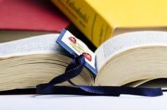 Affichage d'un livre Photo stock
