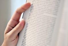 Affichage d'un livre Photographie stock libre de droits