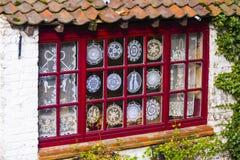 Affichage de fenêtre de Lacemakers, Bruges, Belgique Photographie stock libre de droits