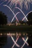 Affichage de feux d'artifice de terrain de golf Image libre de droits