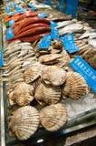 Affichage de fruits de mer sur le marché Photographie stock