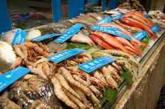 Affichage de fruits de mer sur le marché Photo stock