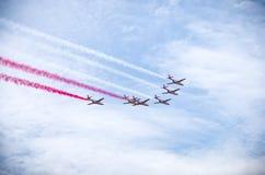 Affichage de l'équipe polonaise Bialo-czerwone Iskry sur Radom Airshow, Pologne photos stock