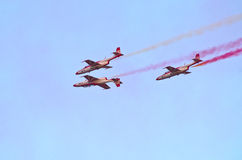 Affichage de l'équipe polonaise Bialo-czerwone Iskry sur Radom Airshow, Pologne photo stock