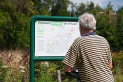 Affichage de la carte de noeuds par le cycliste Image libre de droits