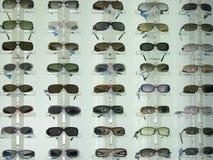 Affichage de lunettes de soleil Photos stock