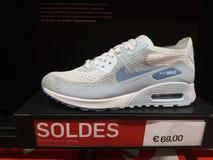 Affichage de Nike Air Max Shoe On images stock
