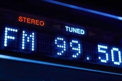 Affichage de radio de tuner de FM Station numérique stéréo de fréquence accordée photographie stock libre de droits