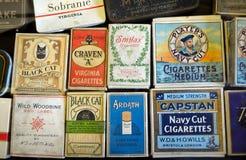 Affichage de vieux paquets de cigarette Images libres de droits