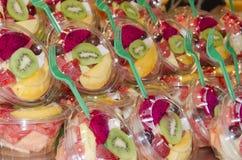 Affichage des parties de fruit avec la fourchette Image libre de droits